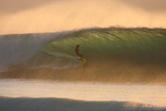 Rob Machado em algum lugar da Indonésia