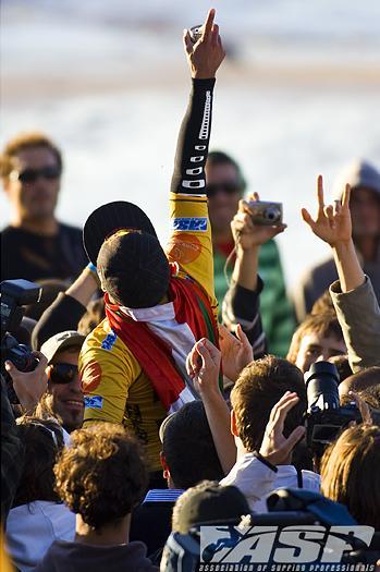 Adriano de Souza é o campeão do Billabong Pro Mundaka