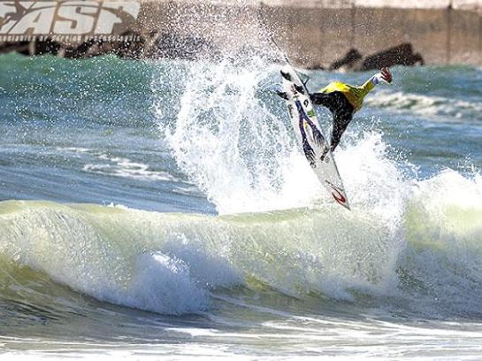 Owen Wright apavorou com o seu ''Power Surf''