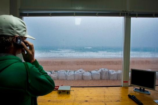 Devido ao mar mexido e a chuva, o Rip Curl Pro foi adiado novamente
